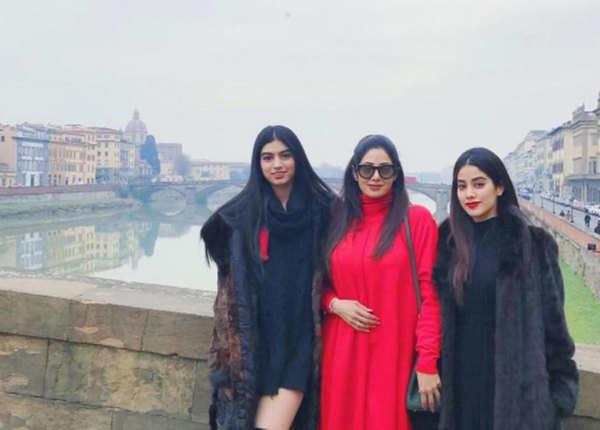 बेटियों के साथ तस्वीरें करती थीं शेयर