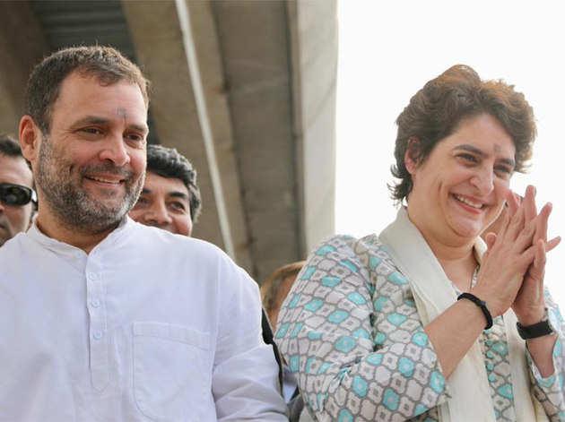 रोड शो के दौरान राहुल के साथ प्रियंका