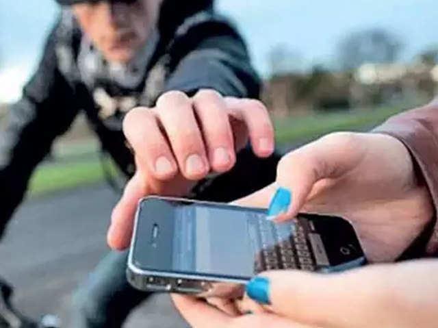 मोबाइल चोरी की शिकायत करना हुआ आसान, सिर्फ एक कॉल से दर्ज होगी रिपोर्ट