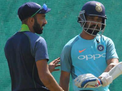 विदर्भ के कप्तान फैज फैजल शेष भारत के कप्तान अजिंक्य रहाणे के साथ