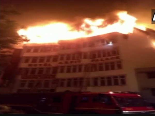 delhi fire breaks out in karol bagh hotel many feared dead