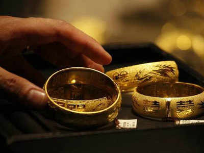 Badhi Keematon Ka Faayda Lene Ke Liye Gold Bech Rahe Log