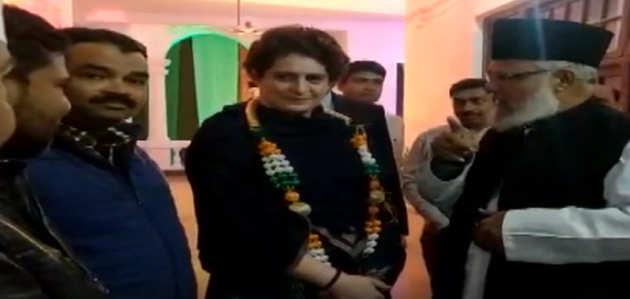 लखनऊ में पार्टी कार्यकर्ताओं से मिलीं प्रियंका गांधी वाड्रा
