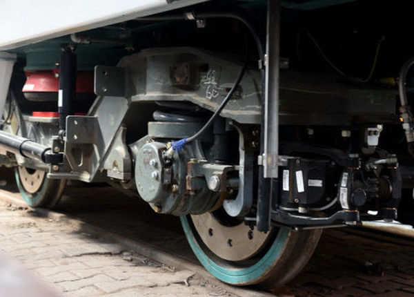 ट्रेन है अडवांस फीचर्स से लैस