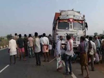 Mobile Se Bhare Truck Ko Highway Par Roka, Ek Karod Ka Maal Le Chanpat Hue Lutere