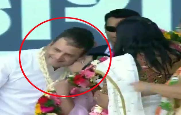 गुजरात के वलसाड में रैली संबोधित करने गए राहुल गांधी को स्टेज पर महिला ने चूमा