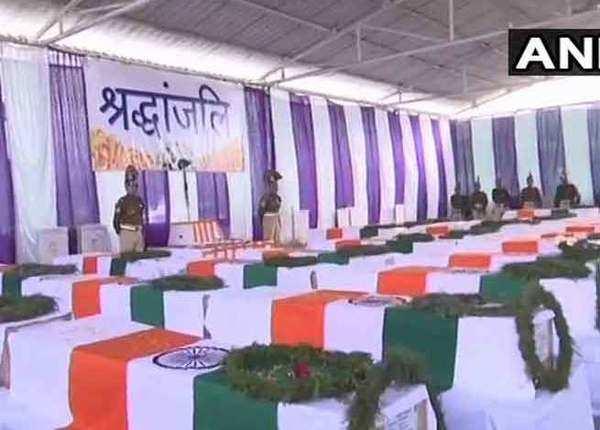 पुलवामा हमला: कैंप लाए गए शहीदों के शव, सबकी आंखे नम