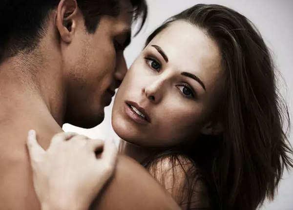 मिथक:'शादीशुदा कपल दूसरों के बारे में फैंटसाइज नहीं कर सकते'
