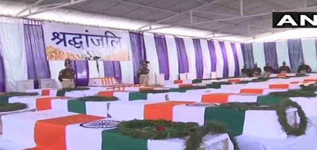 पुलवामा: अंतिम यात्रा के लिए CRPF कैंप पहुंचे शहीदों के पार्थिव शव