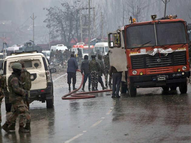 बुरहान के गढ़ में रची गई थी पुलवामा हमले की साजिश, ऐक्शन में आई पुलिस ने 7 लोगों को उठाया