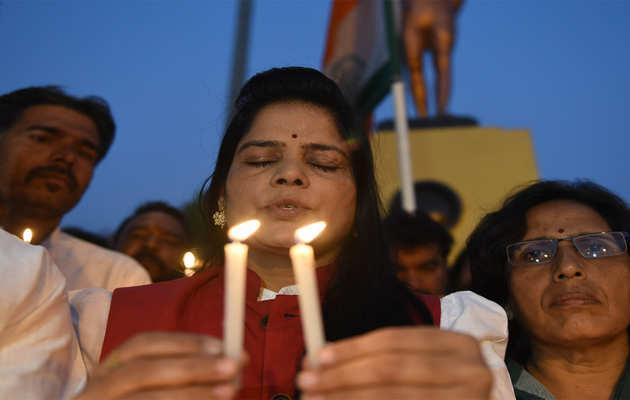 पुलवामा हमले के खिलाफ देशभर में प्रदर्शन