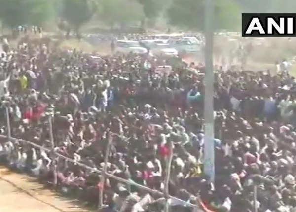 जयपुर में लोगों का हुजूम