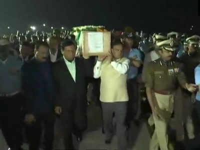 असम के सीएम ने शहीद के शव को दिया कंधा