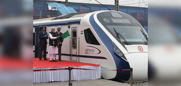वन्दे भारत ट्रेन की कमर्शियल सेवा शुरू, अगले 2 हफ्तों के टिकट बिके