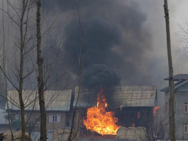 सेना ने उड़ाया आतंकियों की पनाहगार बना घर