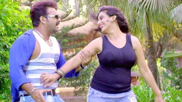 watch bhojpuri song dolha patti sung by pawan singh and priyanka singha