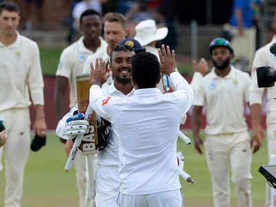 जीत के बाद जश्न मनाते श्री लंकाई खिलाड़ी।