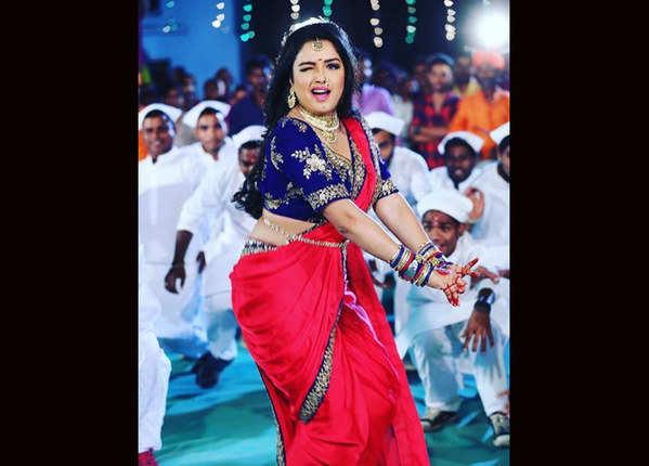 आम्रपाली को भोजपुरी इंडस्ट्री में माना जाता है लकी