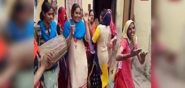 हापुड़ की महिलाओं पर बनी फिल्म ने जीता ऑस्कर, शहर में खुशी की लहर