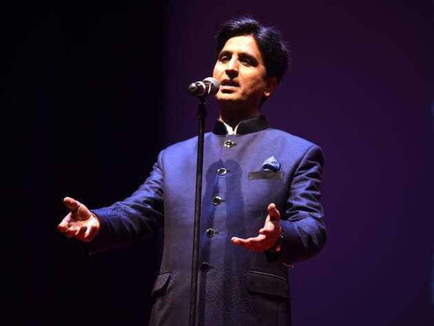 विश्वास ने इमरान खान को भी सुनाया