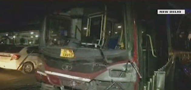 दिल्ली: ट्रक-DTC बस की टक्कर, 1 की मौत, 13 घायल