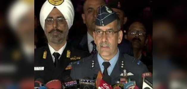 भारत-पाक तनाव: भारतीय सेनाओं के प्रमुखों ने दिखाए F-16 मार गिराने के सबूत
