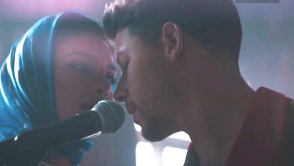 priyanka chopra and nick jonas get steamy in the music video