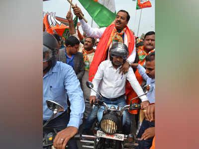 बाइक रैली में शामिल केशव प्रसाद मौर्य