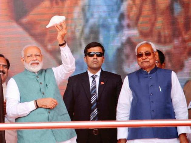 पटना की रैली के दौरान नीतीश कुमार और पीएम मोदी
