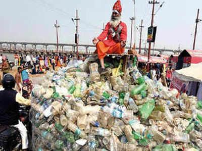 कुंभ मेले में प्लास्टिक बाबा