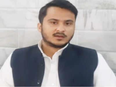 प्रेस कॉन्फ्रेंस करते मोहम्मद अब्दुल्ला आजम खान