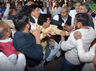 congress workers fight in front of mp in dehradun