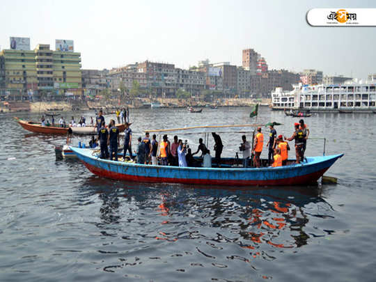 boat-sinking-at-buriganga