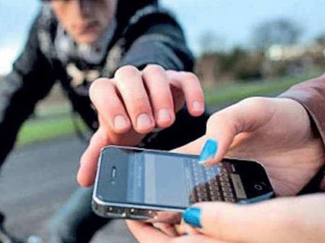 चोरी हो गया स्मार्टफोन तो ऐसे करें लॉक, नहीं मिसयूज होगा पर्सनल डेटा