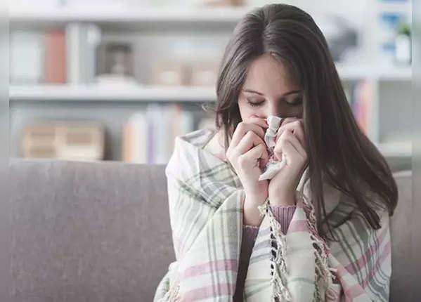 बदलते मौसम में सर्दी-खांसी और Common Cold से बचें, ये घरेलू नुस्खे अपनाएं