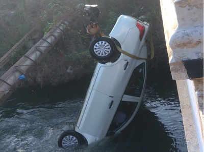 नहर में गिरी कार (एएनआई फोटो)