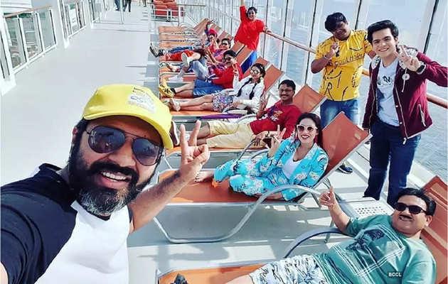 देखें, सिंगापुर में मस्ती कर रही तारक मेहता का उल्टा चश्मा की टीम