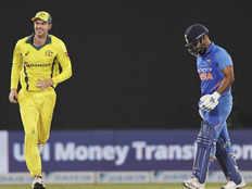 IND vs AUS: भारत हारा वनडे सीरीज, वर्ल्ड कप से पहले फिर उठने लगे टीम इंडिया पर सवाल