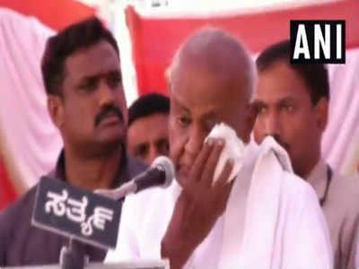 Vanshavaad Ka Aarop Laga To Manch Par Bete Aur Pote Ke Saath Ro Pade Echadi Devagauda, BJP Ne Bataaya Drama