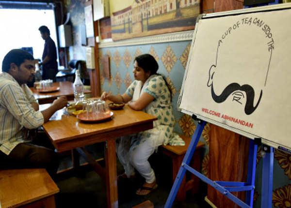 रेस्तरां में अभिनंदन का कैरिकेचर