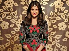 kesari actress parineeti chopra says i am jealous in a positive way with amitabh bachchan brad pitt