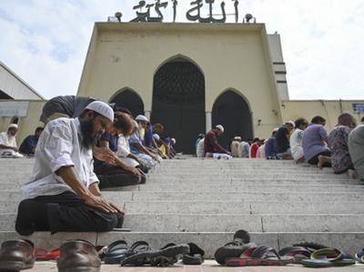 Masjid Mein Goleebaaree Air New Jeelaind Ne 17 Udaanon Ko Radd Kiya