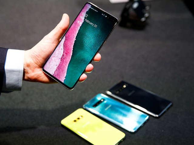 इन तरीकों को अपनाकर छुपाएं Samsung Galaxy S10 का होल-पंच डिस्प्ले कटआउट