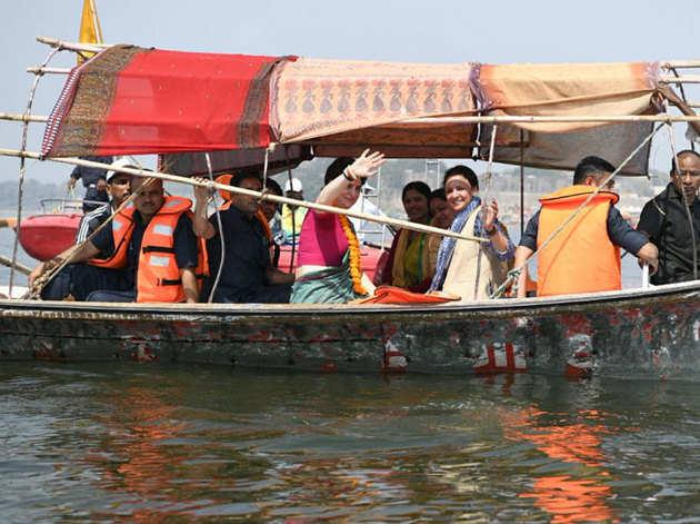 गंगा यात्रा पर निकलीं प्रियंका गांधी