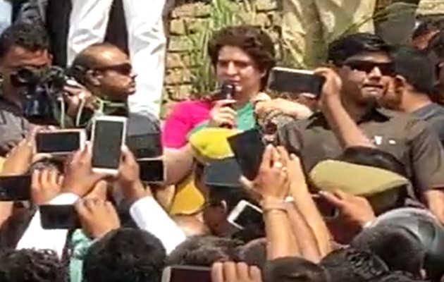 लोकसभा चुनाव 2019: प्रियंका गांधी ने की गंगा यात्रा की शुरुआत, यूपी में पार्टी को करेंगी मजबूत