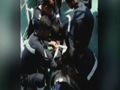 मुंबई: वर्ली के पास नाव पलटी, 6 मछुआरे बचाए गए, 1 लापता