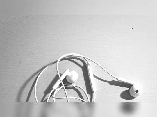 ஹெட்செட்டை ரிப்பேர் செய்த வாலிபர் மருத்துவமனையில் அனுமதி! காரணம்..