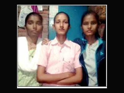प्रतिमा अपनी दोनों बहनों के साथ