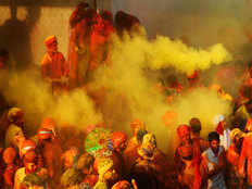 do not wear these types of clothes for holi celebration