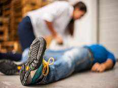 how to give first aid to fainted people